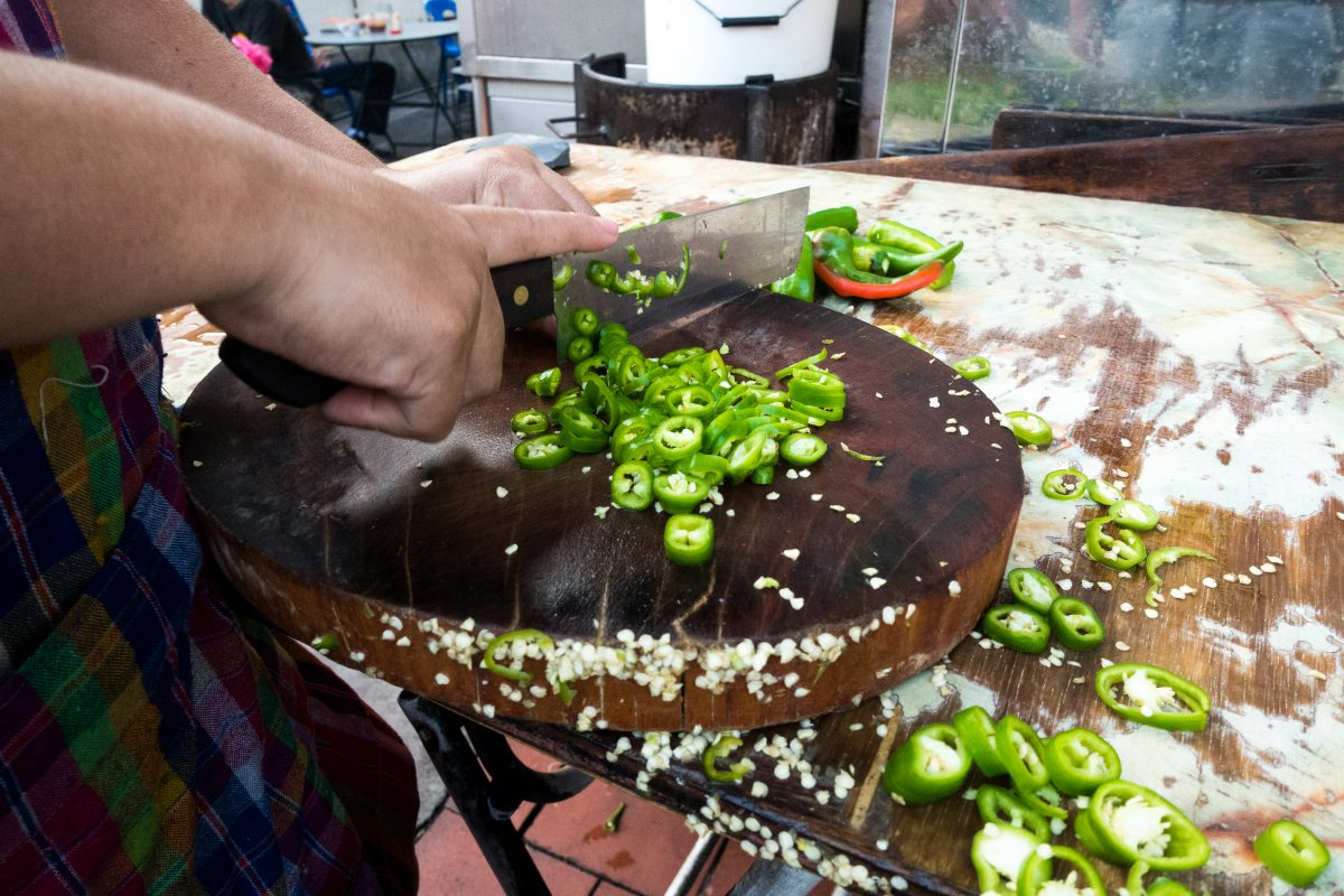 Chopping green hot pepper