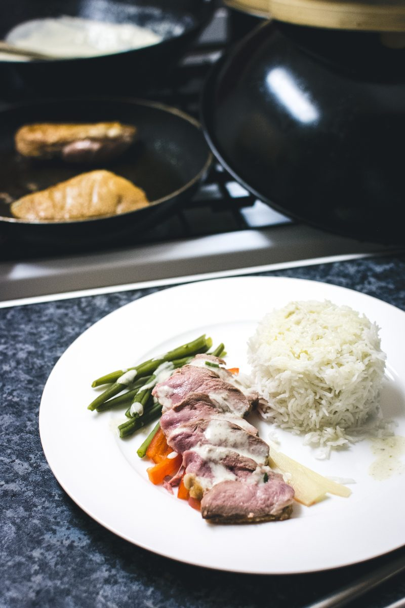 Medium duck breast with vegetables and rice